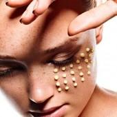 Маска омолаживающая для ухода за кожей вокруг глаз